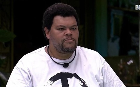O ator Babu Santana dentro da casa do Big Brother Brasil 20