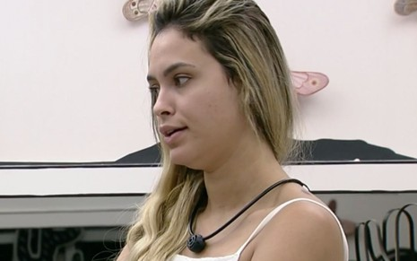 A participante do BBB21 Sarah Andrade dentro do reality na manhã deste domingo (7)