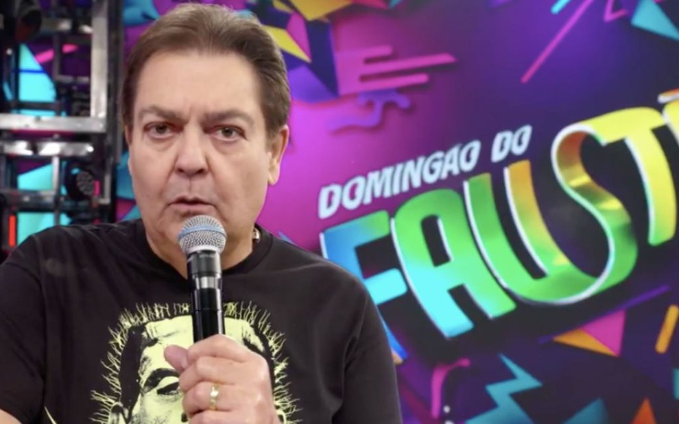 O apresentador Fausto Silva no palco do Domingão do Faustão do último dia 15