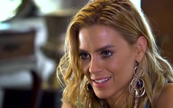 Fina Estampa: Teodora faz viagem misteriosa e volta ao Brasil montada na grana – Notícias da TV