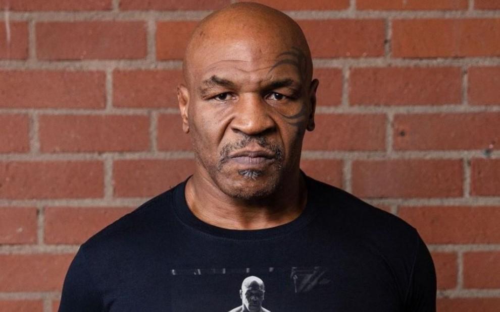 """Na luta contra Roy Jones Jr, Mike foi atacado por um """"fã"""""""
