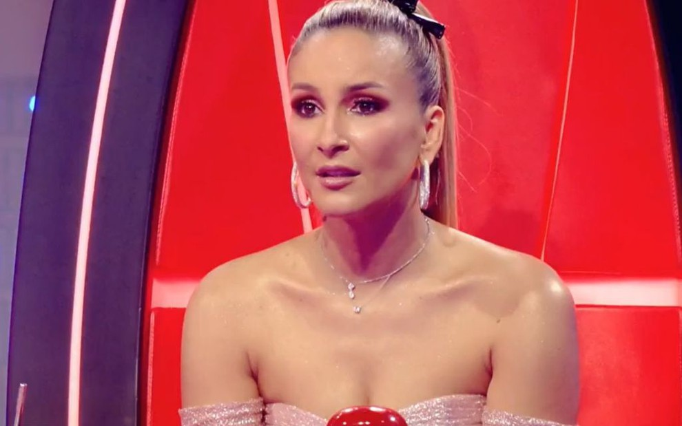 A cantora e técnica do The Voice Kids Claudia Leitte durante a edição de domingo (19) do reality musical