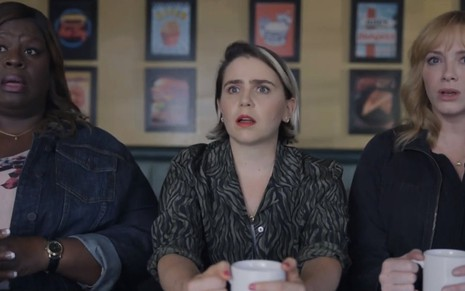 As atrizes Retta, Mae Whitman e Christine Hendricks no trailer da terceira temporada de Good Girls