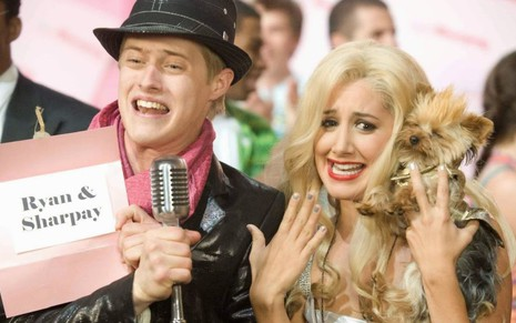 Lucas Grabeel (o Ryan) ao lado de Ashley Tisdale (a Sharpay) em cena de High School Musical 3