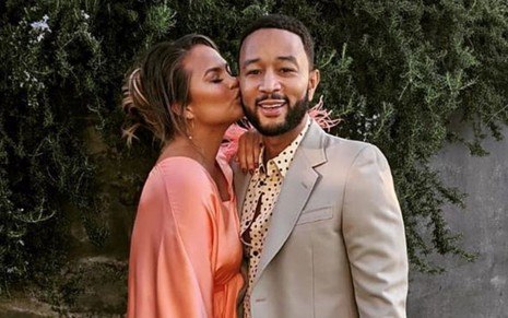 Foto do casal Chrissy Teigen e John Legend em foto publicada no Instagram