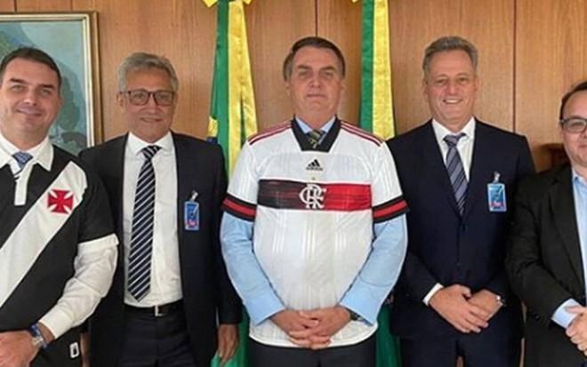 Bolsonaro muda regra de direitos de transmissão de futebol na TV ...