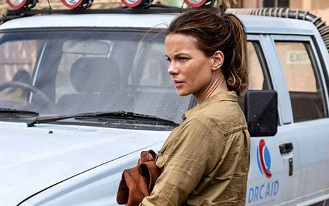 Kate Beckinsale em cena da série The Widow, do Prime Video
