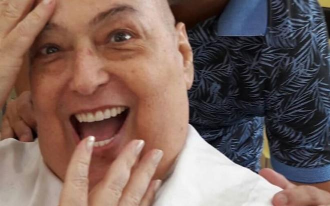 Luta contra câncer | Mamma Bruschetta raspa a cabeça: 'Coragem'