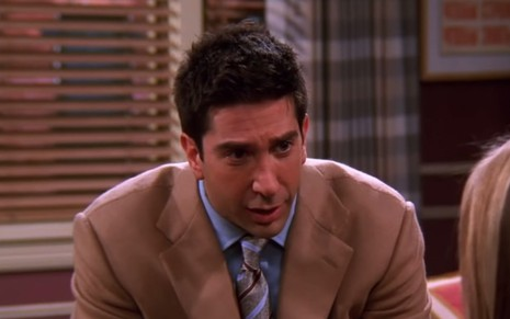 O ator David Scwimmer como o personagem Ross Geller de Friends