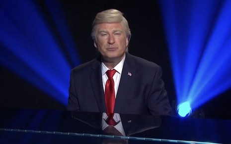 Alec Baldwin vestido como Donald Trump no Saturday Night Live