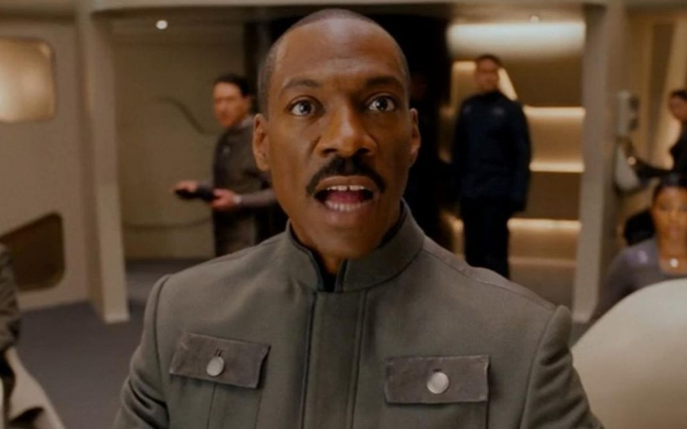Eddie Murphy como o personagem Dave no filme O Grande Dave, da 20th Century Fox