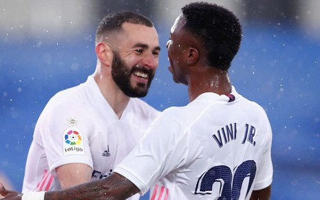 Benzema e Vinícius Jr. comemoram gol do Real Madrid,