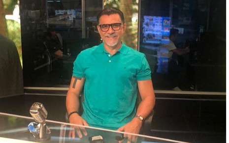 Ricardo Rocha no estúdio de gravação do Fox Sports