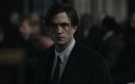 Robert Pattinson está apreensivo como Bruce Wayner em cena do teaser de The Batman