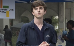 O ator Freddie Highmore em cena do primeiro episódio da segunda temporada de The Good Doctor