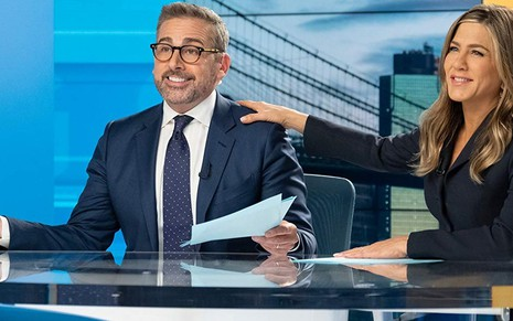 Os atores Steve Carell e Jennifer Aniston na primeira temporada de The Morning Shows, série da Apple