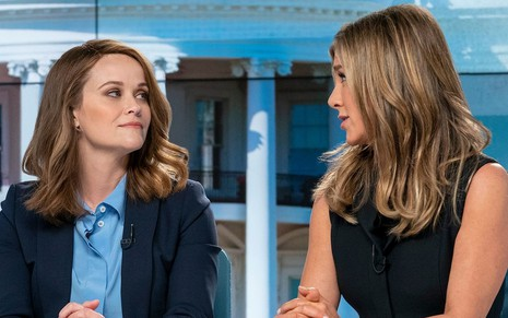 As atrizes Reese Witherspoon e Jennifer Aniston no drama The Morning Show, indicado ao Globo de Ouro