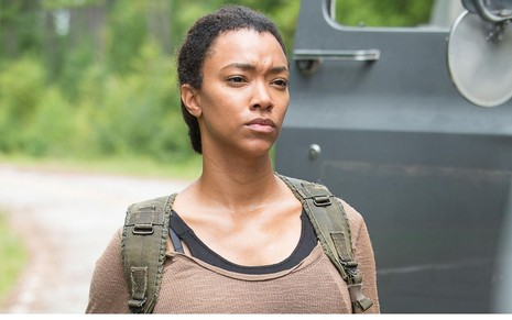Sonequa Martin-Green como Sasha em The Walking Dead
