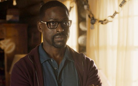 Sterling K. Brown em cena de This Is Us
