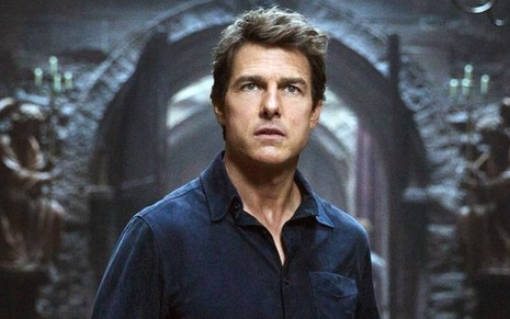 Com cara de espanto, Tom Cruise interpreta Nick Morton em cena do filme A Múmia (2017)