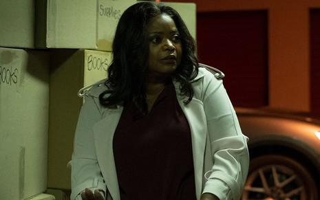 Octavia Spencer na pele da jornalista Poppy Parnell na série Truth Be Told, primeiro drama policial da Apple