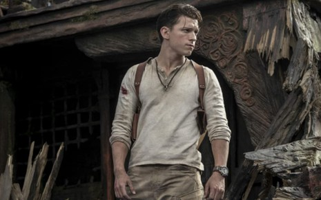 Tom Holland em cena da adaptação ao cinema de Uncharted