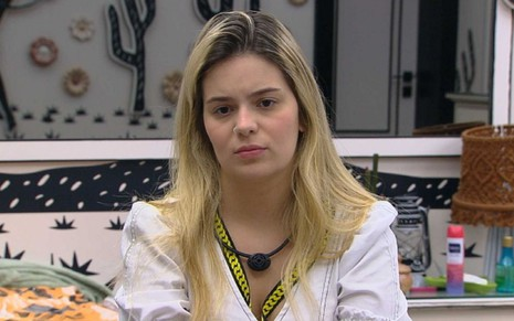 Viih Tube no BBB21, sentada na cama do quarto