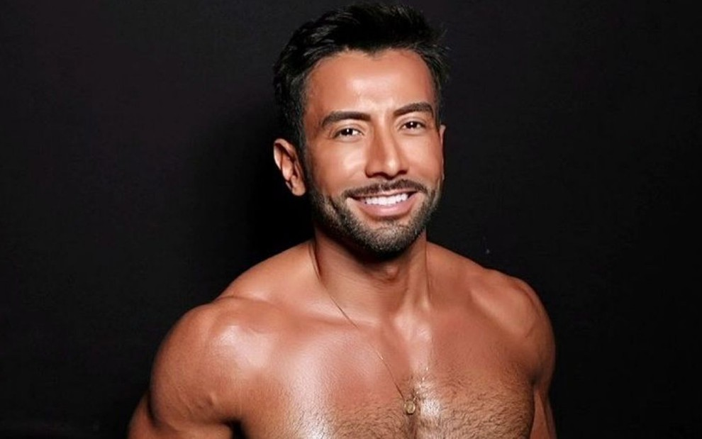 Luiz Carlos Araújo sem camisa em foto publicada nas redes sociais