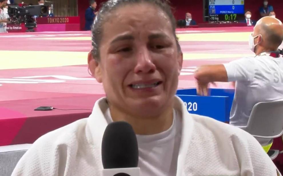 Judoca Maria Portela chora muito em entrevista após eliminação/Reprodução