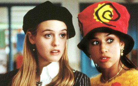 As atrizes Alicia Silverstone e Stacey Dash espantadas em cena do filme As Patricinhas de Beverly Hills