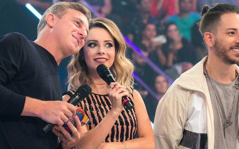 Luciano Huck recebeu a dupla Sandy & Junior no programa de sábado (30) e viu ibope disparar - RAQUEL CUNHA/TV GLOBO