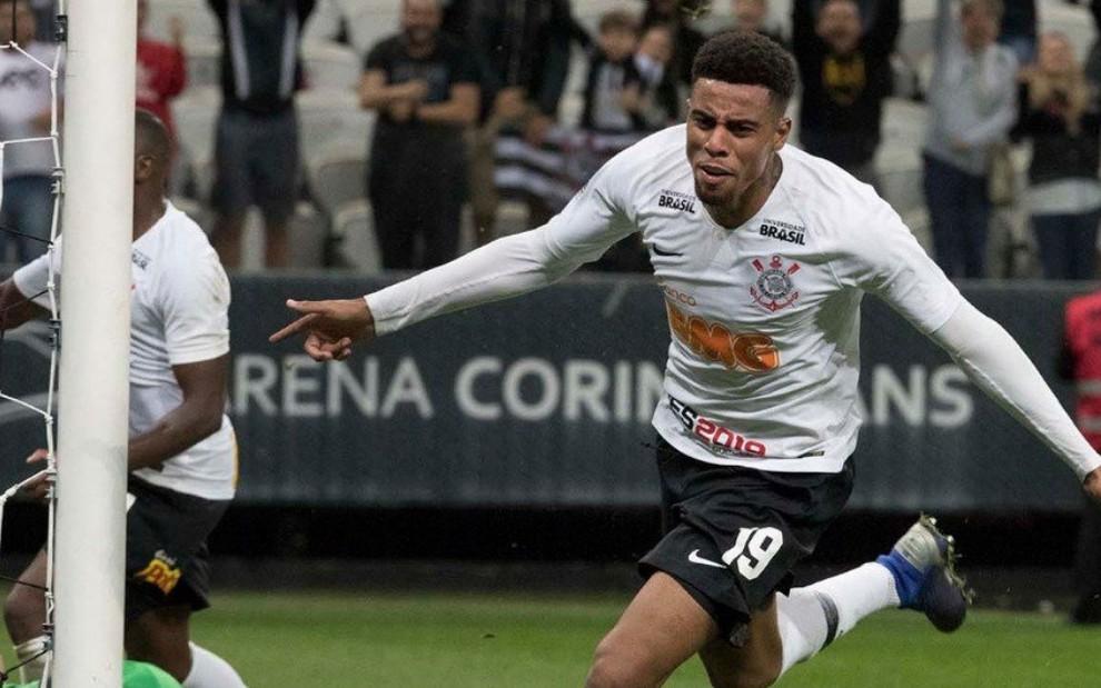 28f18e7d57f54 O atacante Gustavo comemora gol de empate no jogo de ida do Corinthians  contra o Racing