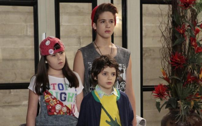 Julia (Bia Jordão), Joaquim (João Guilherme) e Felipe (Kevin Vechiatto) vão para orfanato - Cauana Fernandes/SBT