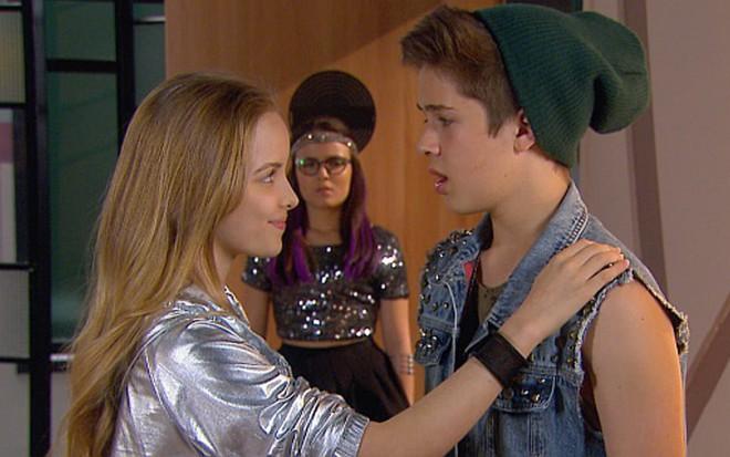 Cúmplices  Priscila beija Joaquim e provoca ataque de ciúme de Manuela ·  Notícias da TV 6f16ce7542