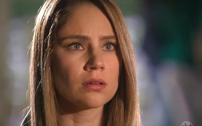 Rebeca (Juliana Baroni) ficará indignada com acusação de rival em Cúmplices  de Um Resgate 8b7b0d7af0
