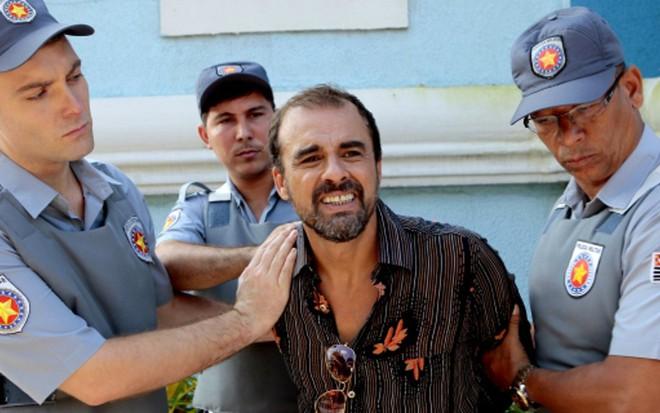 Joel (Marcelo Galdino) é preso em cena de Cúmplices de um Resgate, do SBT - Lourival Ribeiro/SBT