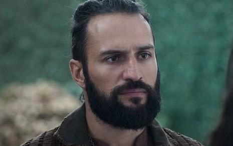 José Fidalgo (Constantino) em cena de Deus Salve o Rei; duque matará chantagista - Reprodução/TV Globo