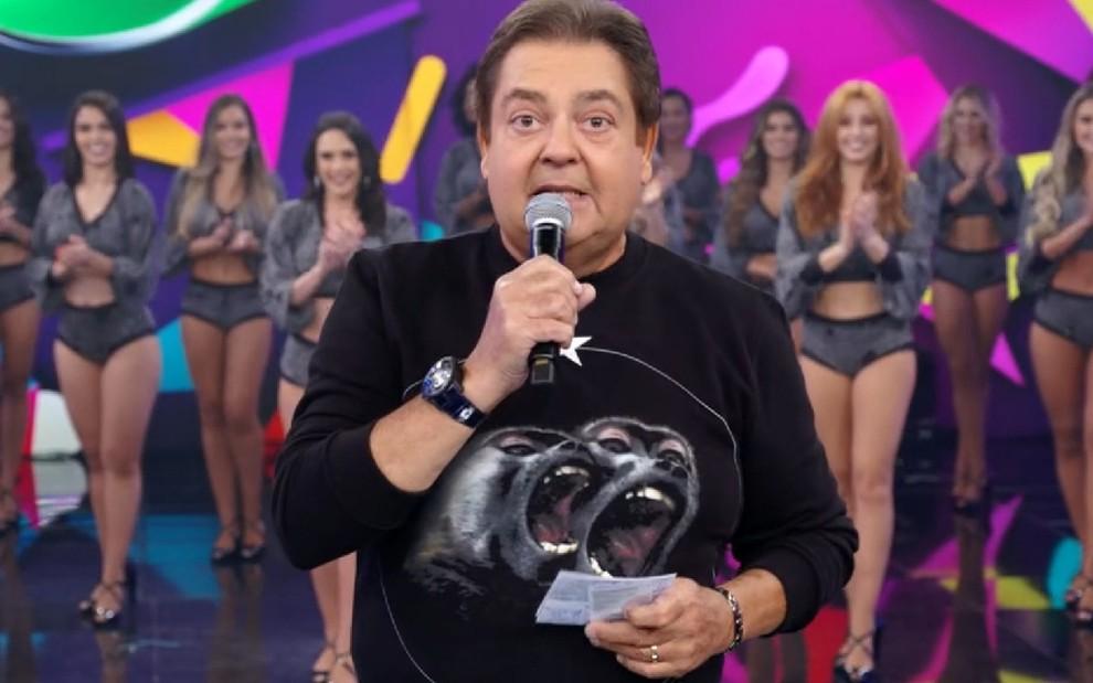 2325433c5 O apresentador Fausto Silva com um suéter da grife francesa Givenchy no  Domingão  peça custa