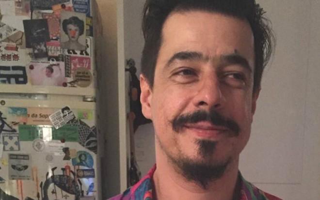 O roteirista e diretor de TV Fabio Embu, que interpretou o Homem-Berinjela em 2007 no Pânico - Reprodução/Facebook