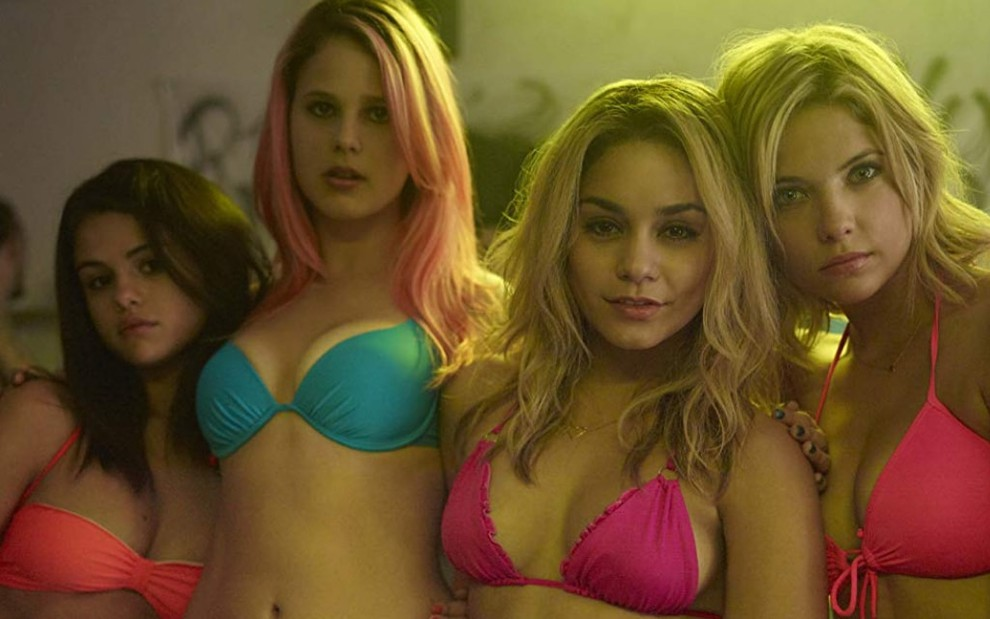 As atrizes Selena Gomez (à esquerda), Rachel Korine, Vanessa Hudgens e Ashley Benson no filme Spring Breakers
