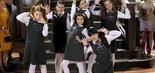 No orfanato, as meninas dançam e cantam a música Remexe (Foto: Lourival Ribeiro/SBT)