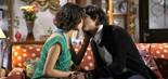 Junior (Guilherme Boury) pede Carol (Manuela do Monte) em namoro (Foto: Lourival Ribeiro/SBT)