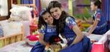 Tati (Gabriella Saraivah) e Mili (Giovanna Grigio) no quarto do orfanato (Foto: Lourival Ribeiro/SBT)