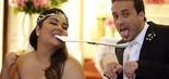 Fabiana Karla brinca com Rodrigo Andrade na gravação do casamento de Perséfone e Daniel