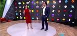 Renata Vasconcelos e Tadeu Schmidt à frente de painel com emoticons do Fantástico