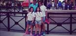Gugu leva as filhas ao parque temático da ESPN na Disney, na Flórida (EUA), em julho de 2013