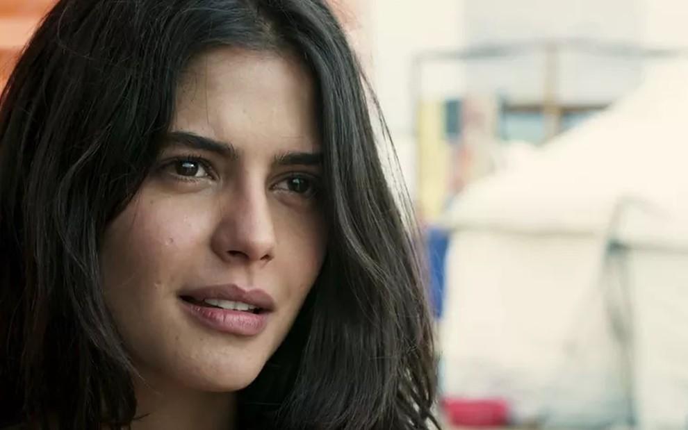bbaf25f5eb Laila (Julia Dalavia) ficará detida na delegacia até ser comprovada sua  inocência em Órfãos