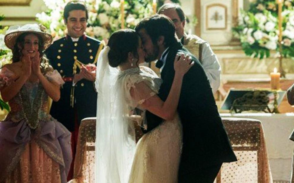 Ema (Agatha Moreira) se casa com Ernesto (Rodrigo Simas) em cena de Orgulho e Paixão - Raquel Cunha/TV Globo