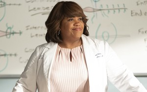 Chandra Wilson, a feroz Miranda Bailey, na 16ª temporada de Grey's Anatomy, atração do Sony Channel