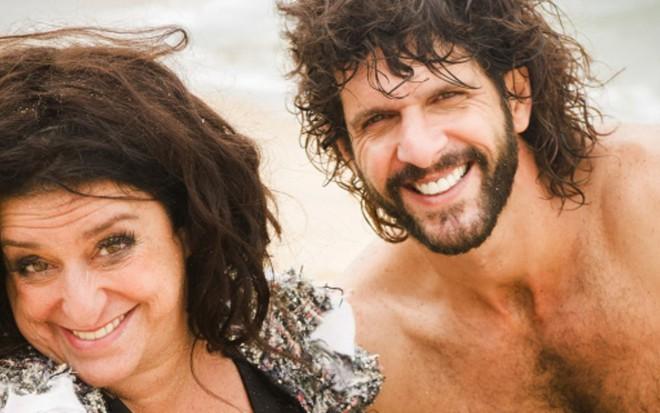Grace Gianoukas (Teodora) e Guilherme Chelucci (Tarzan) em cena de Haja Coração - João Miguel Júnior/TV Globo